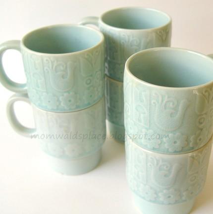Blue stacking mugs